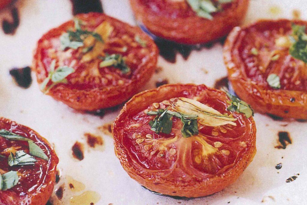 fırında baharatlı domates