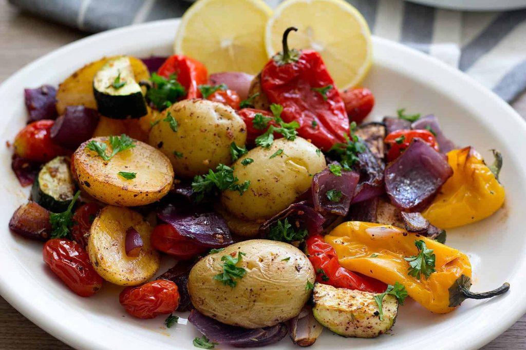 Akdeniz usulü fırında sebze