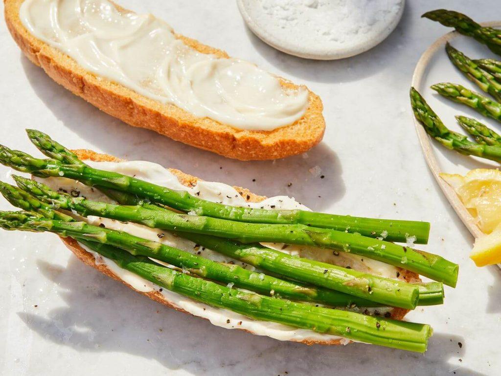 kuşkonmazlı avokadolu sandviç