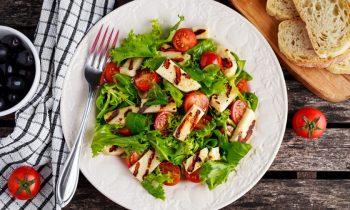 Hellim Peynirli Ispanak Salatası Tarifi Nasıl Yapılır?