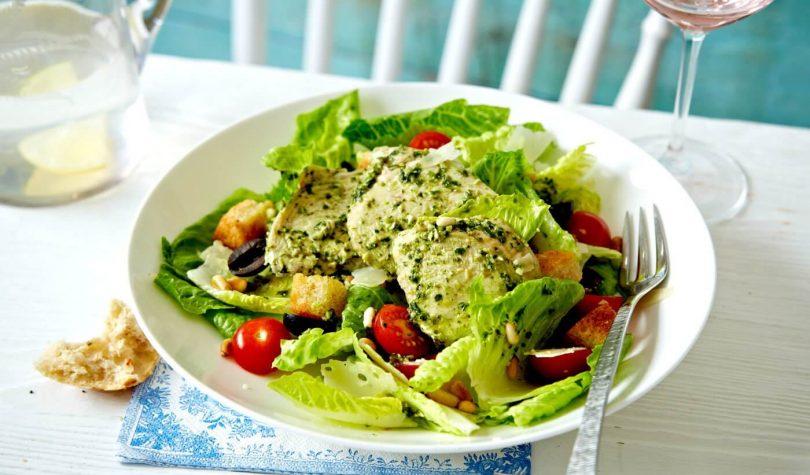 Pesto Soslu Tavuk Salatası Tarifi Nasıl Yapılır?