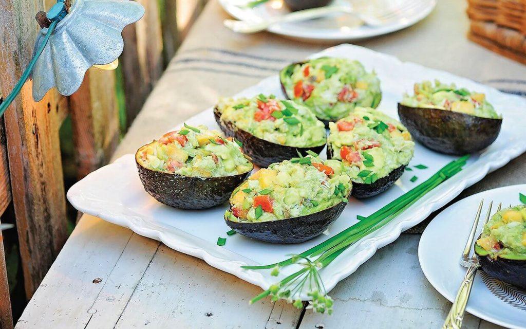 avokado kayığında salata