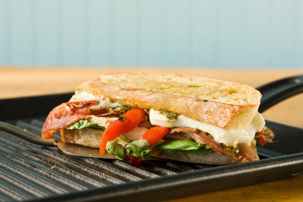 tavuklu köz biberli sandviç