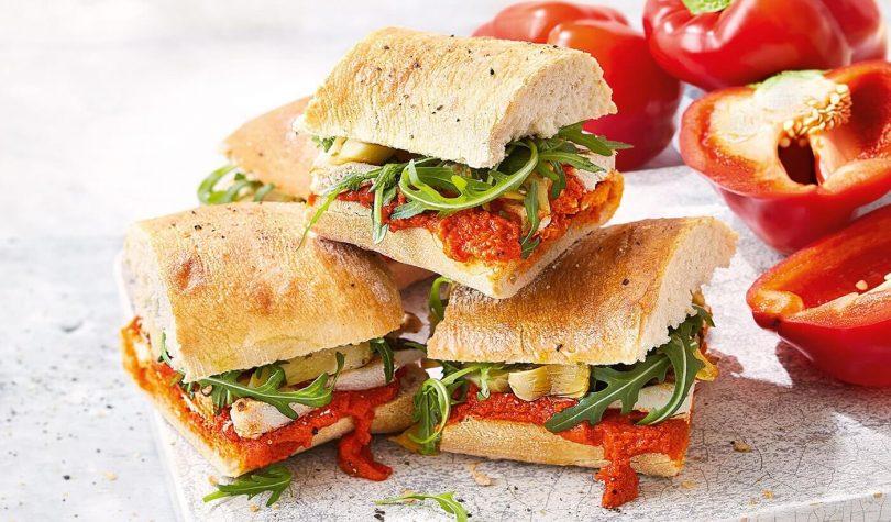 Tavuklu Köz Biberli Sandviç Tarifi Nasıl Yapılır?